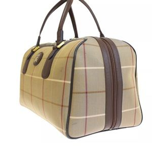 Burberry Boston mediumsold. Large available only!!